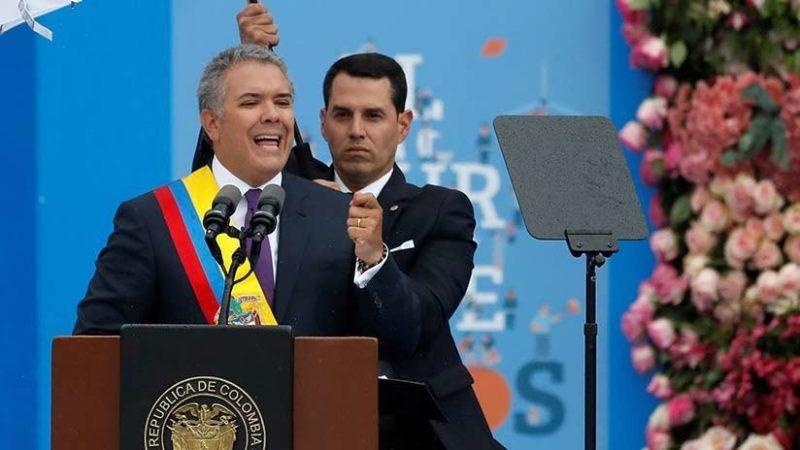 El nuevo presidente de Colombia evaluará los diálogos de paz con el ELN
