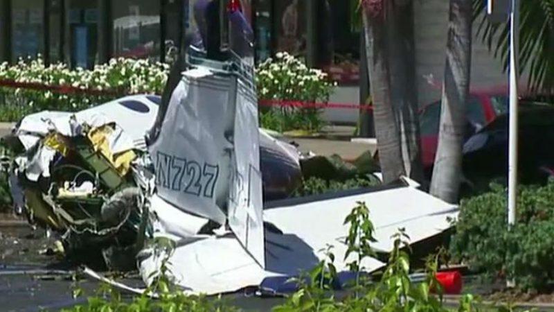 Video: Se desploma avioneta en un estacionamiento de centro comercial de Orange: 5 muertos