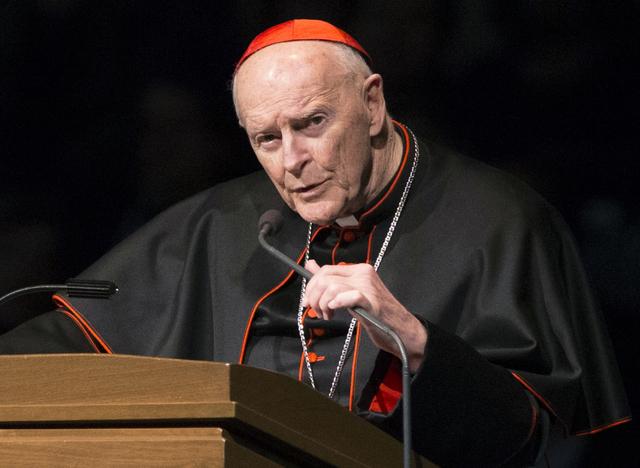 Ex embajador de la Santa Sede en EU denuncia que jerarcas de la iglesia católica sabían los abusos sexuales de un cardenal y lo ascendieron