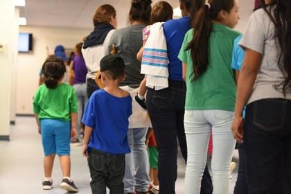 Un día en un campo de concentración de familias migrantes en EU