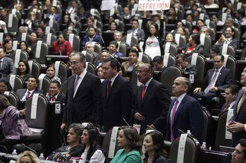 Dejamos la mesa puesta: PRI; México está en ruinas, revira Morena