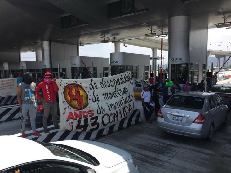 AMLO, sin excusas para cumplir su promesa de investigar la desaparición de los 43 de Ayotzinapa, dicen sus familiares