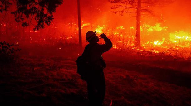 California se queda sin dinero para combatir incendios