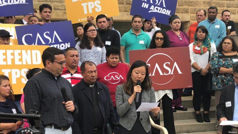 Salvadoreños desafían judicialmente a Trump en defensa del TPS