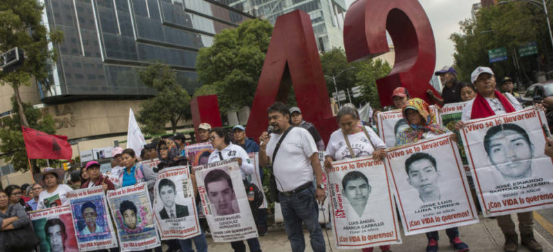 Tribunal federal falla a favor de Comisión de la Verdad para caso de los 43 de Ayotzinapa. Equipo de AMLO ya pidio el regreso del GIEI