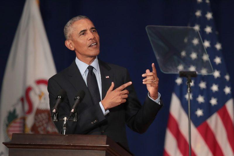 Reaparece Obama en la escena política y se lanza contra Trump