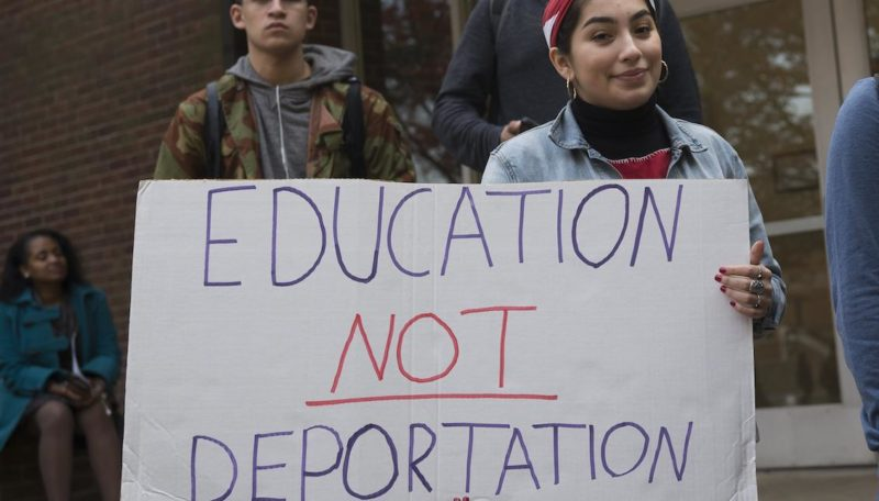 Política de inmigración de Trump afecta a estudiantes del país, sobre todo latinos, quienes se ausentan de las aulas, bajan rendimiento, padecen males emocionales y de comportamiento