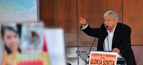 """Videos: """"Perdón, después de la justicia"""", reiteran víctimas a López Obrador"""