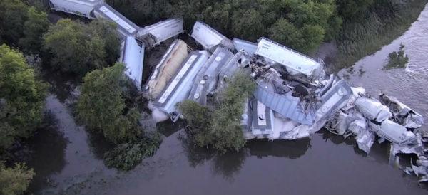Video: Se descarrila tren que transportaba soya y arena en Iowa