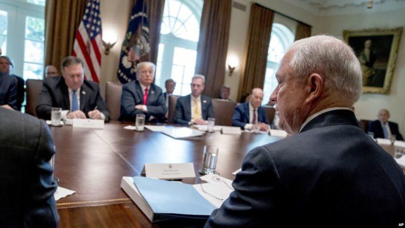 """Trump: """"Estoy decepcionado del fiscal general por muchas razones"""""""