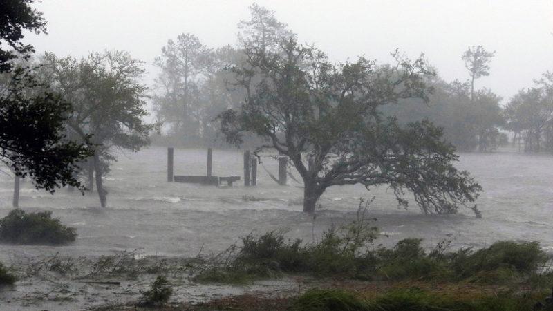 Videos:  Florence toca tierra en Carolina del Norte con vientos de 150 kilómetros por hora. Causa estragos