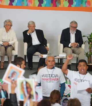 Pedir perdón a víctimas y hacer justicia en lo posible, ofrece AMLO