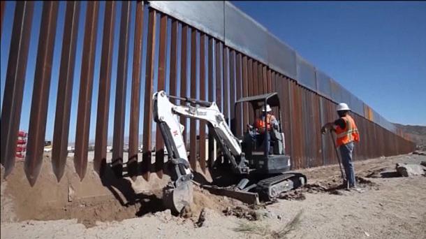 """Trump promete medidas de inmigración """"""""que impresionarán"""", en las próximas dos semanas"""