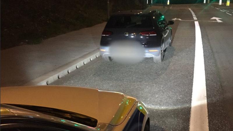 Policías persiguen a 160 km/h un coche robado y se llevan una sorpresa al ver que el conductor tiene 13 años