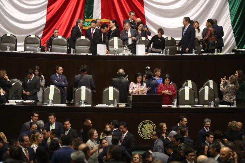 Panorama Informativo. Inicia trabajos la 64 legislatura. El mal ejemplo de Dante Delgado. El oso del IFE. La potencia mexicana de EPN . Disparos. Tentativas de linchamiento