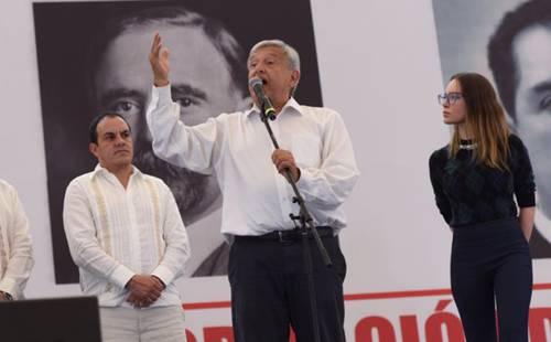 Rescate a universidades y liberación de presos políticos, ofrece AMLO