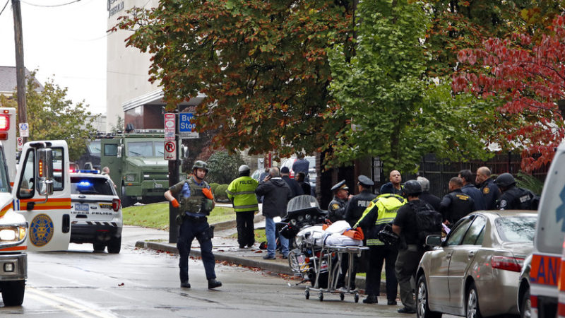 Videos: El atacante de la sinagoga, Robert Bowers, es supremacista blanco. Al menos hay ocho muertos y diversos heridos
