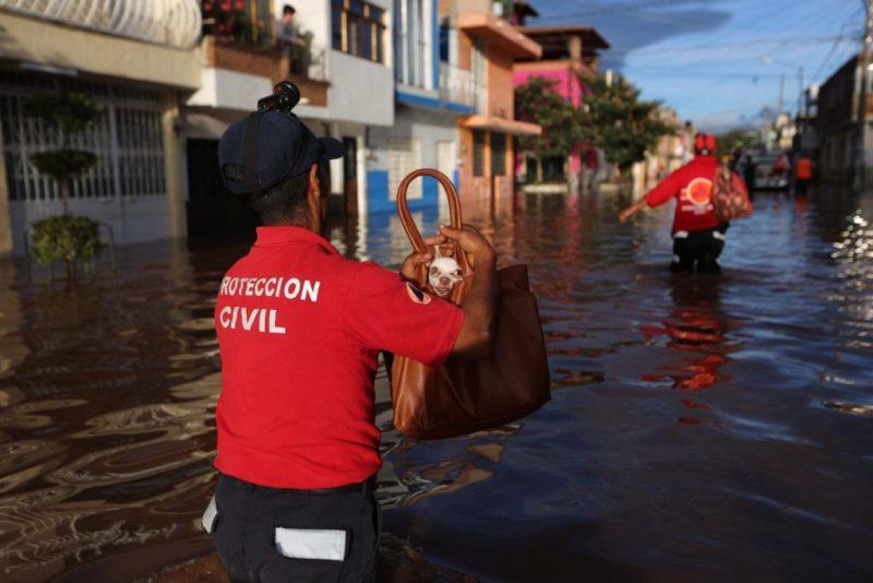 Ante cercanía del huracán 'Willa' y la tormenta tropical 'Vicente', el gobierno aplica plan de contingencias