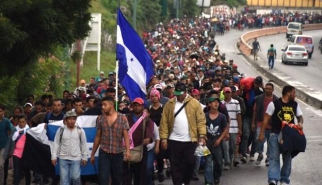 """Video: Trump declara """"emergencia nacional"""" ante avance de la caravana hondureña en México"""