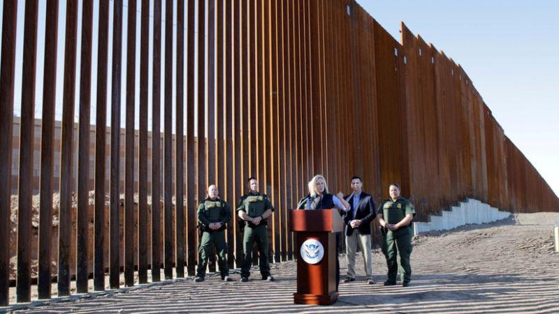 Se completa en California la primera sección del muro fronterizo de Trump