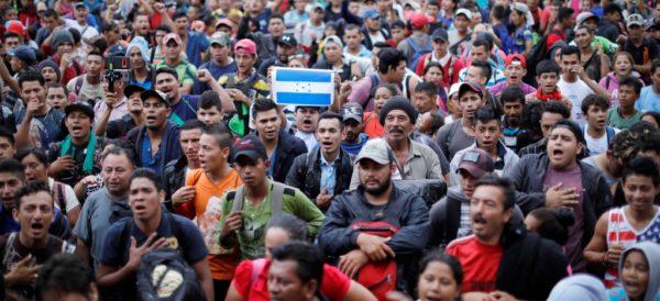 Caravana hondureña avanza pese a amagos de Trump
