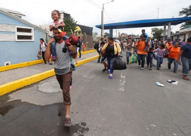 Muere migrante hondureño en accidente en la caravana