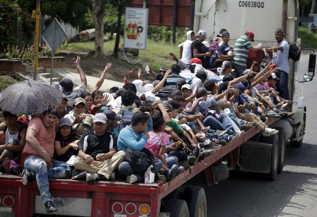 Trump usa la caravana de hondureños con fines electorales