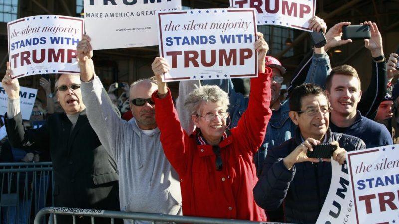 Público en renta: las peculiares empresas que ofrecen gente entusiasta para protestas y eventos