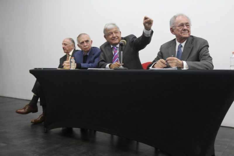 Video: Termina vinculación entre poder económico y poder político; se respetará decisión ciudadana de construir aeropuerto en Santa Lucía: AMLO