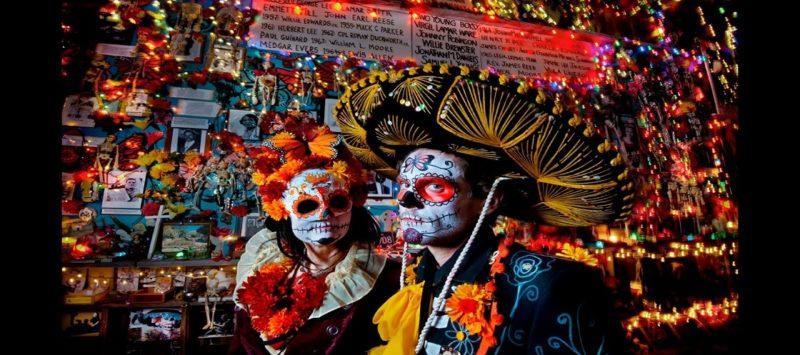 Celebración del Día de Muertos en el panteón Hollywood Forever de Los Angeles