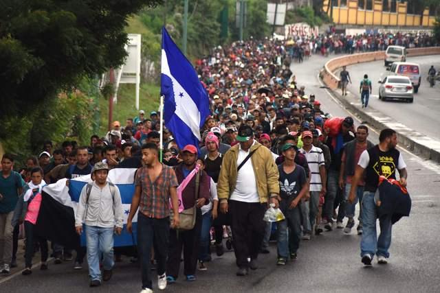 Video: : Trump exige a México detener la caravana migrante y amenaza con militarizar la frontera si no lo hace