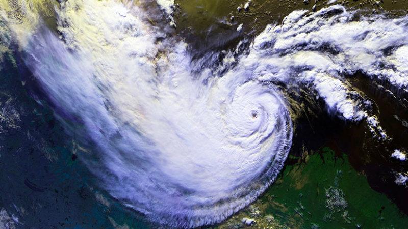 Dos enormes ciclones acechan el Pacífico (GIF)