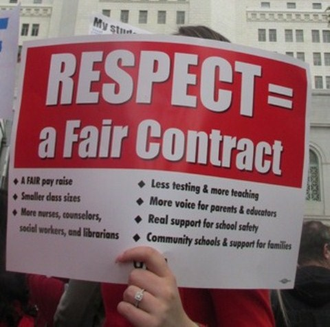 El distrito escolar difunde una Guía de Recursos para Familias a fin de prepararse sobre una posible huelga de maestros, pero con información limitada y tendenciosa