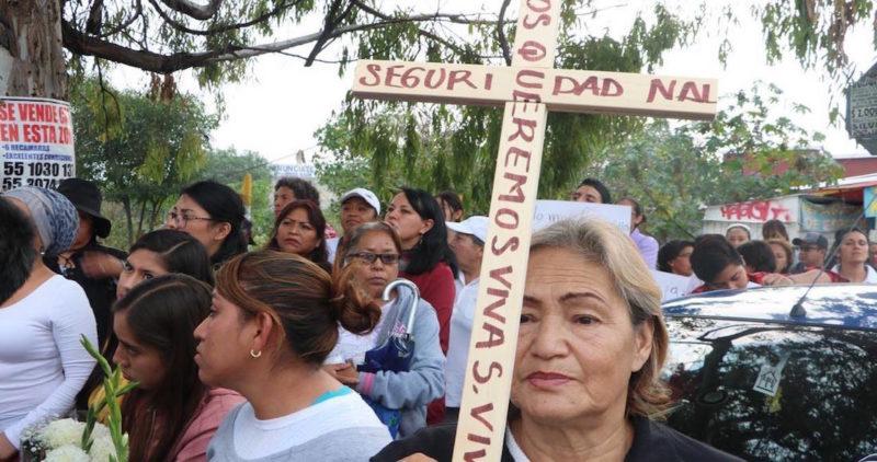 """""""¡Ni una más!"""" Vecinos salen de blanco a las calles de Ecatepec, horrorizados por feminicidios"""