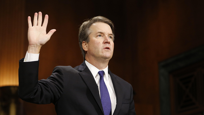 Video: Brett Kavanaugh jura como juez de la Corte Suprema