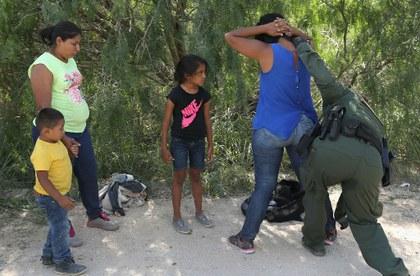 A un mes de elecciones, Donald Trump evalúa nuevo plan de separación de familias en la frontera