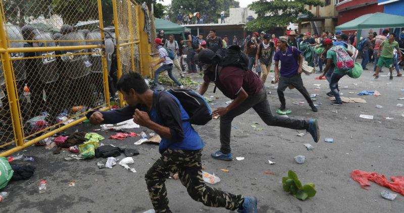 Una bala de goma mata a migrante hondureño tras choque con federales mexicanos