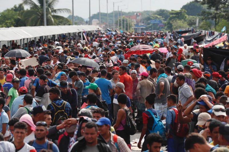 """Peña Nieto ofrece a presidentes de Guatemala y Honduras una """"migración segura"""""""
