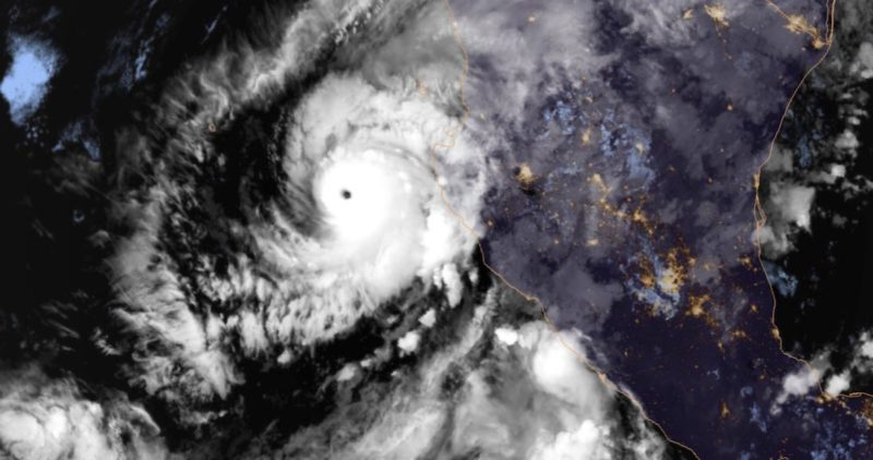 """""""Willa""""ya es huracán categoría 5 y va a costas mexicanas, entre Puerto Vallarta y Mazatlán"""