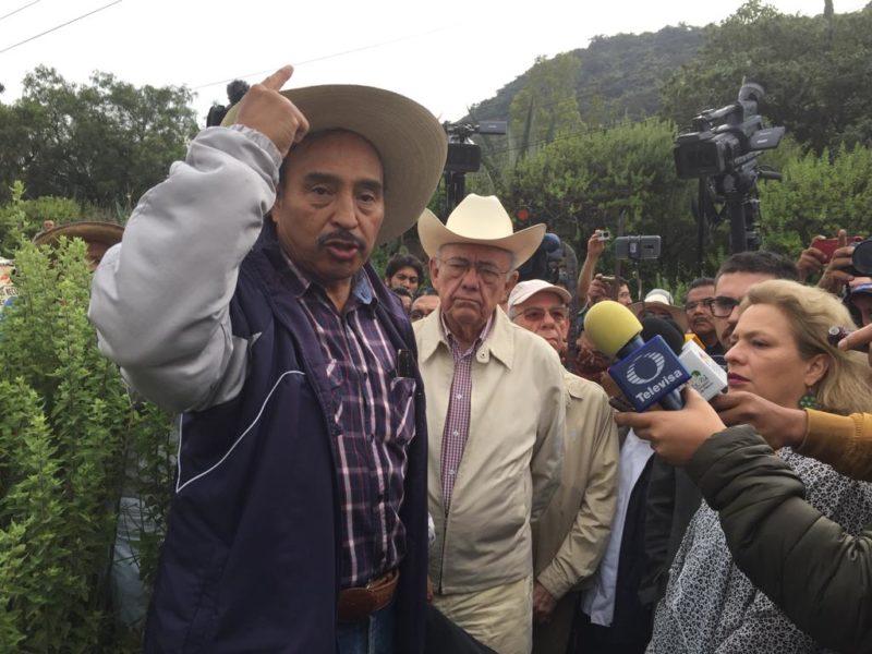 Campesinos de Atenco y equipo de AMLO recorren zona del NAICM
