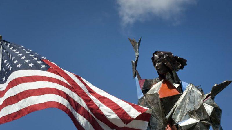 Una Virgen de 40 pies de altura dará la bienvenida a los migrantes en la frontera