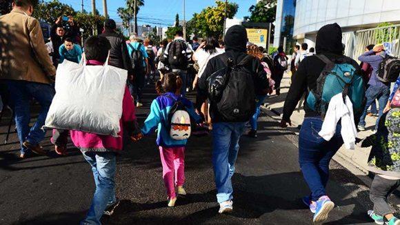 Nueva caravana de migrantes de El Salvador parte rumbo a EE.UU.