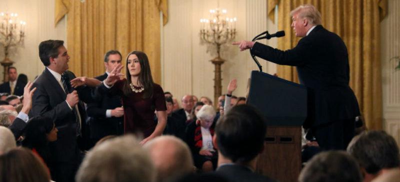 """Videos: Rechazan corresponsales retiro de pase a periodista a la Casa Blanca; la decisión """"amenaza a la democracia"""": CNN"""