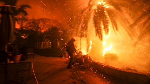 Controlado en un 85%. el fuego, que ha consumido 13.500 viviendas, 500 comercios y amenaza otras 5.100 estructuras