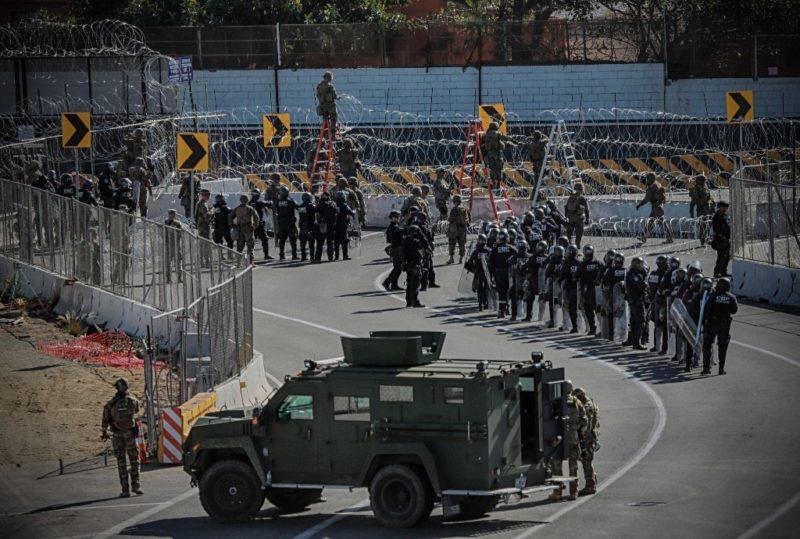 Tras incidentes de ayer, México deporta a 98 centroamericanos de las caravanas y EU procesa a 42 detenidos