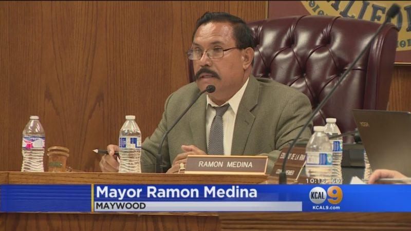 Sentencian al alcalde de Maywood por crueldad animal