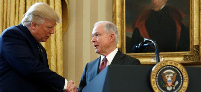 Por petición de Trump, renuncia el Procurador General de EU