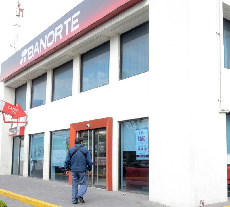Iniciativa sobre comisiones bancarias seguirá su trámite: Monreal