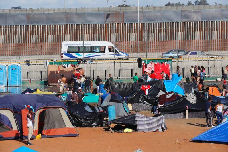 Migrantes solicitan visas humanitarias en Tijuana
