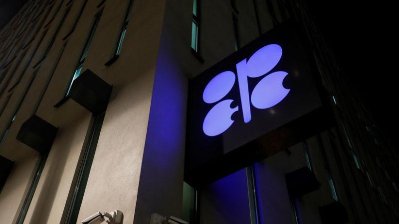 La OPEP y sus socios acuerdan recortar la producción de petróleo en 1,2 millones de barriles al día